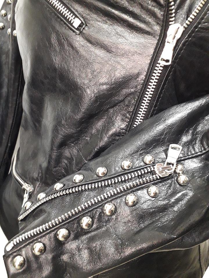 wholesale dealer 11f00 3397e Giacca donna con borchie in vera pelle agnello nappato nero